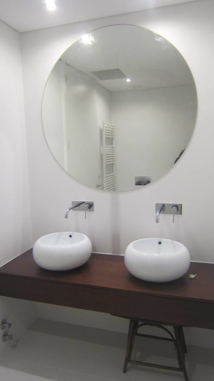 LUGAR DAS LETRAS: Casas de banho  por MHPROJECT,Moderno