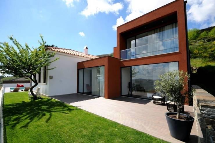 LUGAR DAS LETRAS: Casas  por MHPROJECT,Moderno