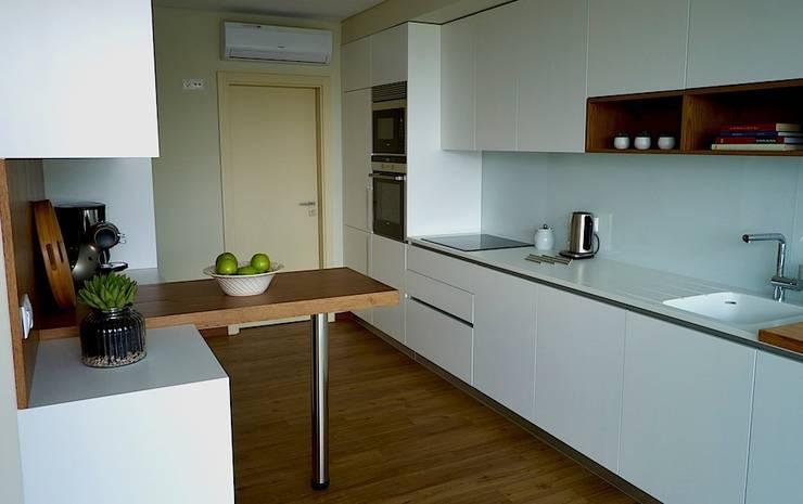 QUINTA RAINHA SANTA MAFALDA: Cozinhas modernas por MHPROJECT