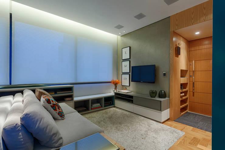 Salas / recibidores de estilo  por CoGa Arquitetura