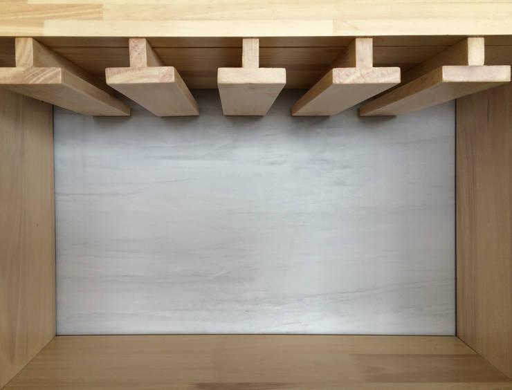 MUEBLE BAR : Salones de estilo  por ALSE Taller de Arquitectura y Diseño,