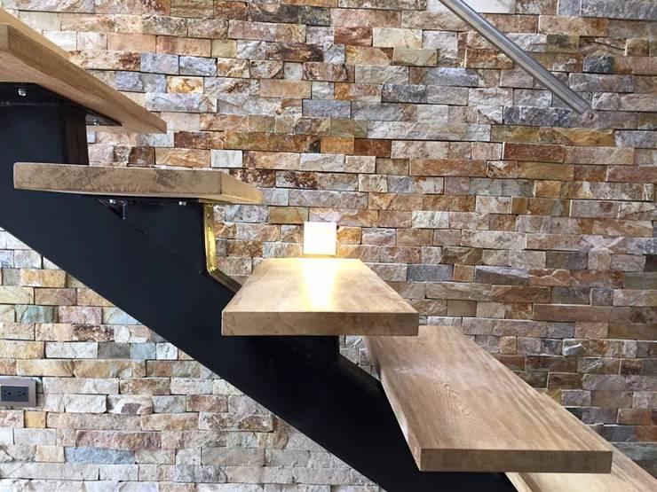 Pasillos y vestíbulos de estilo  de ALSE Taller de Arquitectura y Diseño