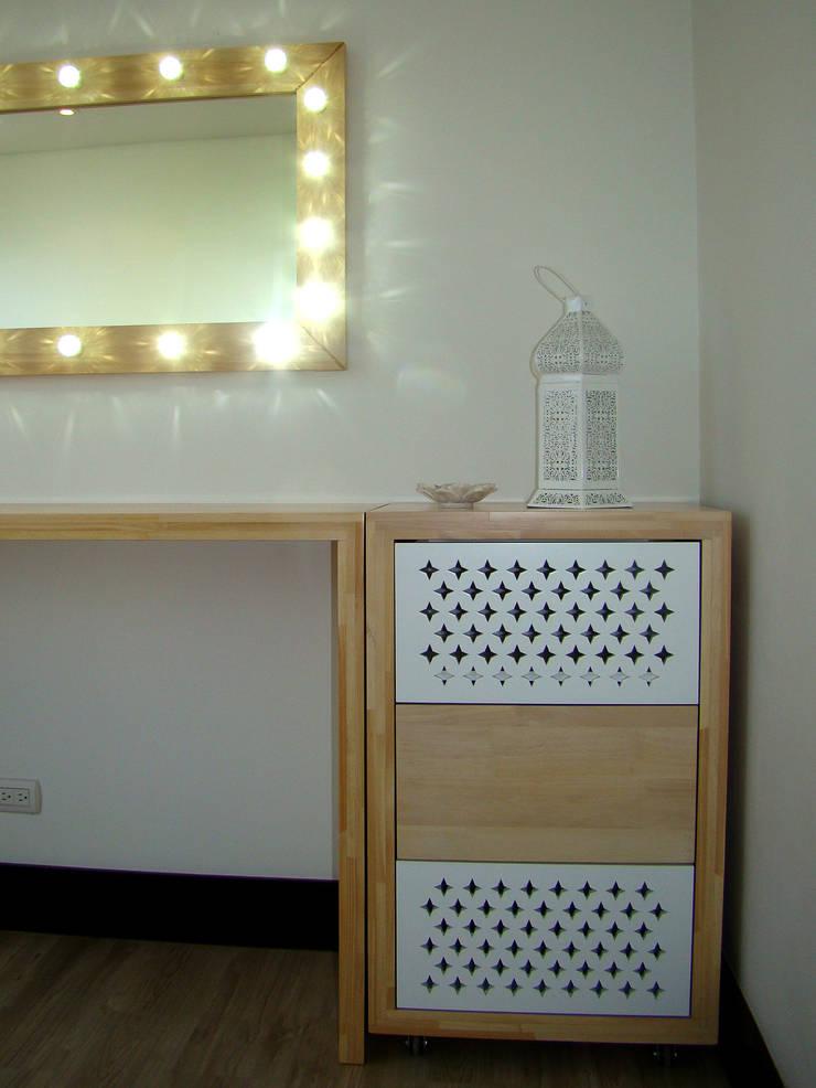 Conjunto de mesón, espejo y cajonero: Spa de estilo  por ALSE Taller de Arquitectura y Diseño