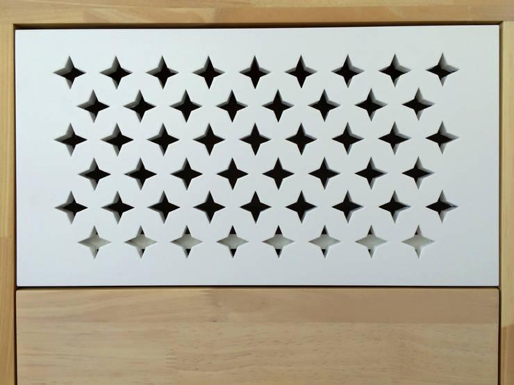 Calados geométricos en las tapas de los cajones: Spa de estilo  por ALSE Taller de Arquitectura y Diseño