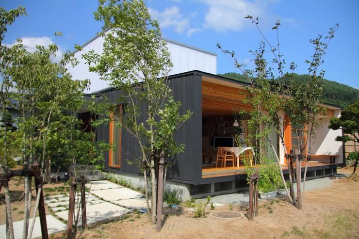 白鷹の家/SNOW LIGHT HOUSE: アーキテクチュアランドスケープ一級建築士事務所が手掛けた家です。