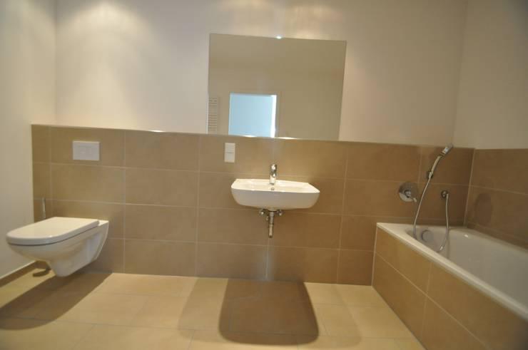 Projekty,  Łazienka zaprojektowane przez Karin Armbrust - Home Staging