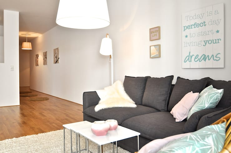 Salas de estar modernas por Karin Armbrust - Home Staging