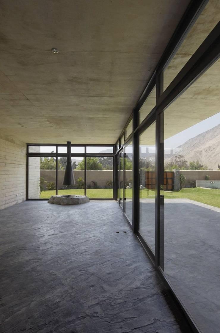 Casa oZsO: Terrazas de estilo  por Martin Dulanto