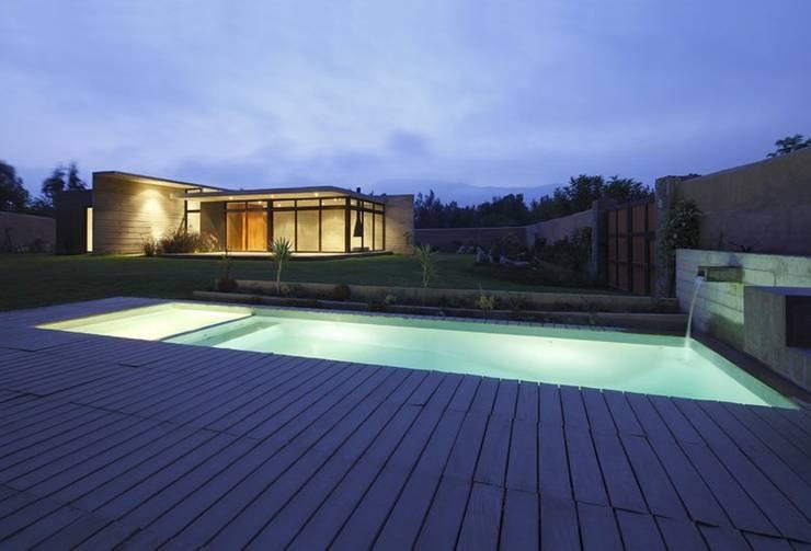Casa oZsO: Piscinas de estilo moderno por Martin Dulanto