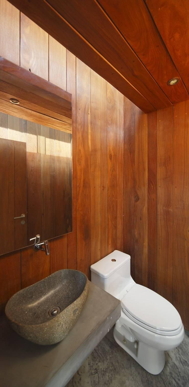 Casa oZsO: Baños de estilo  por Martin Dulanto,