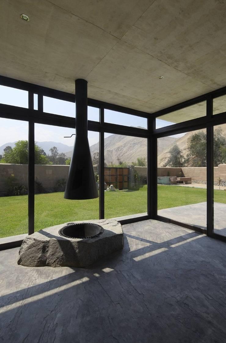 Casa oZsO: Terrazas de estilo  por Martin Dulanto,