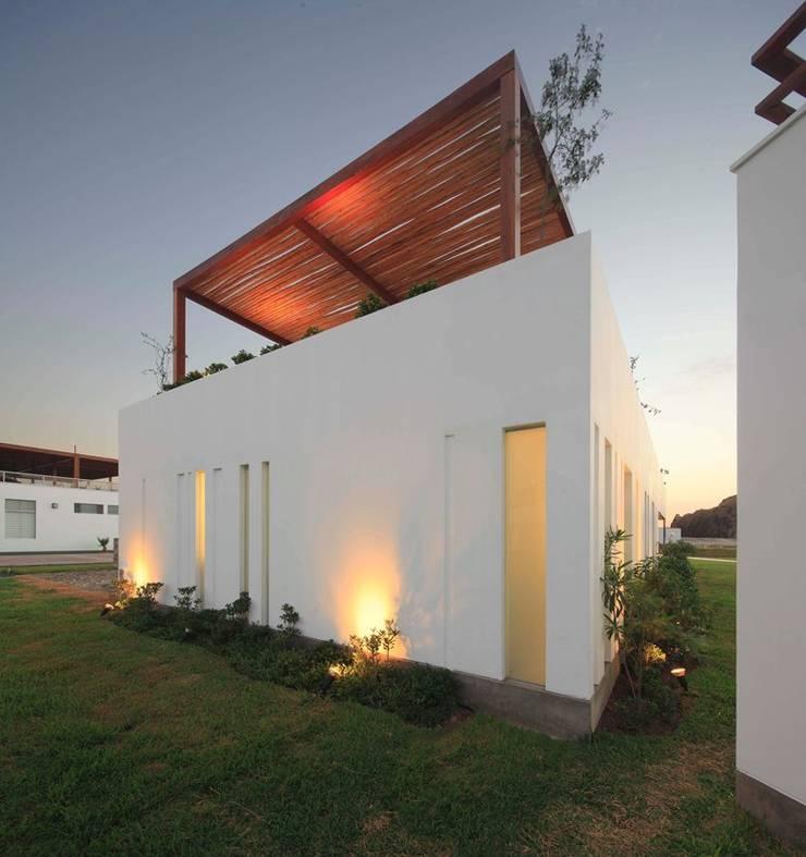 Casa Maple: Casas de estilo  por Martin Dulanto, Moderno