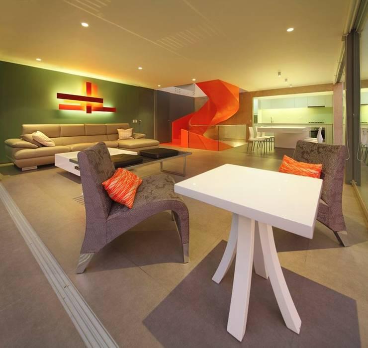 Casa Blanca: Salas de estilo moderno por Martin Dulanto