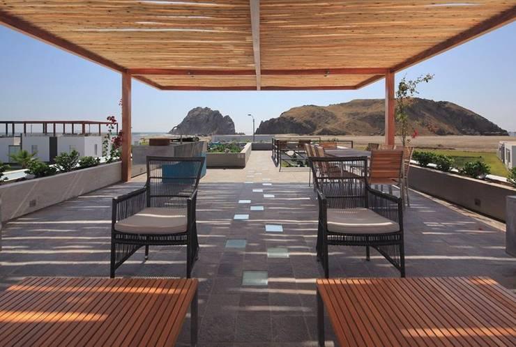 Casa Maple: Terrazas de estilo  por Martin Dulanto, Moderno