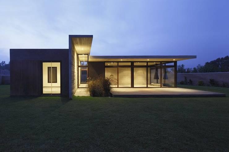 Houses by Martin Dulanto