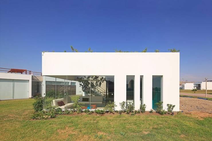 Casas de estilo moderno de Martin Dulanto