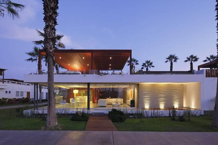 Casa P12: Casas de estilo  por Martin Dulanto