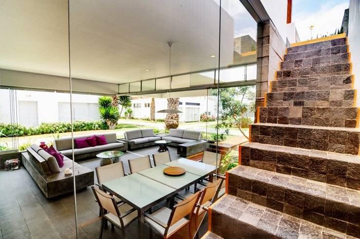 Casa Seta: Comedores de estilo  por Martin Dulanto