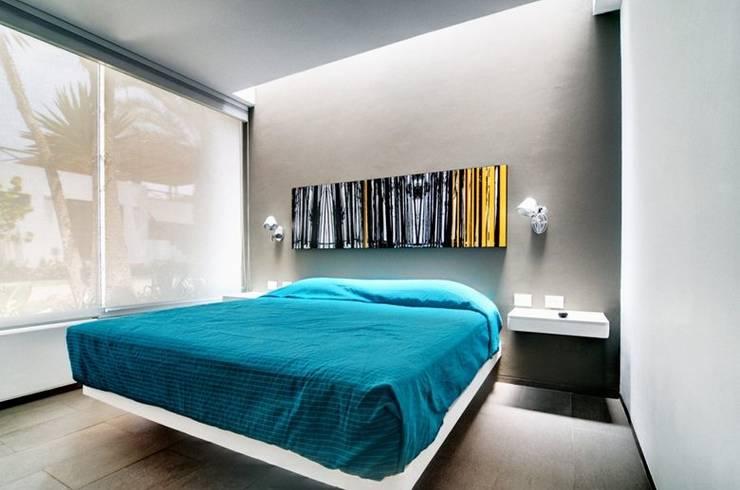Casa Seta: Habitaciones de estilo  por Martin Dulanto