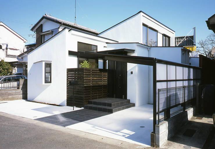 フラットハウス Casas modernas de 株式会社横山浩介建築設計事務所 Moderno