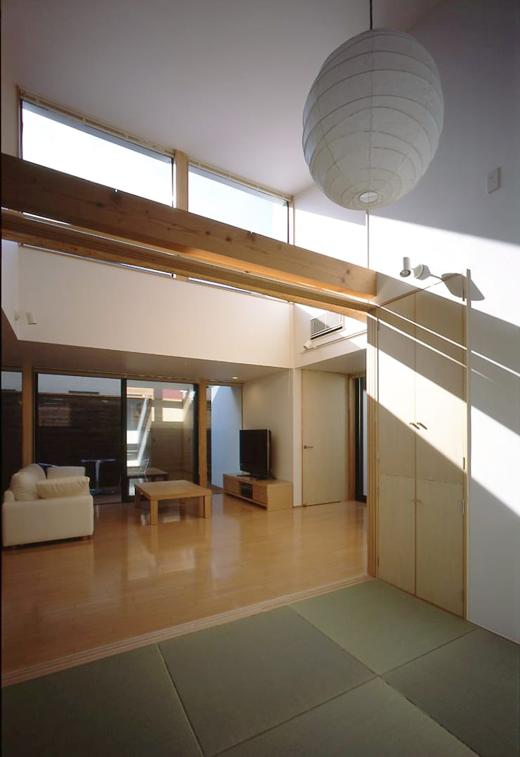 フラットハウス Modern corridor, hallway & stairs by 株式会社横山浩介建築設計事務所 Modern