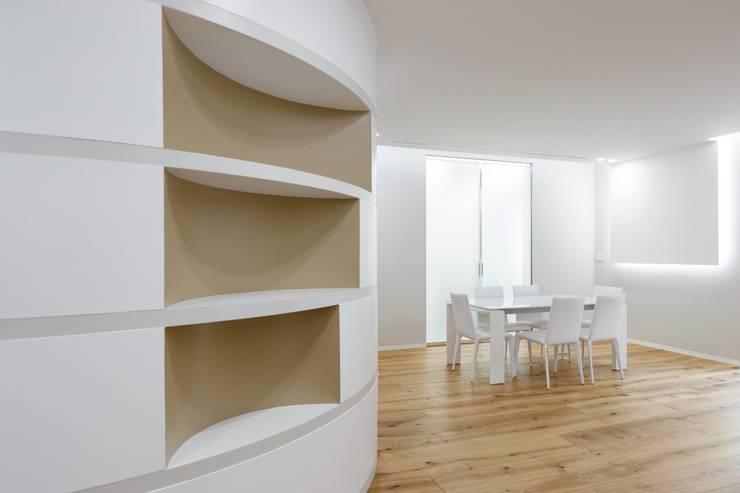 Koridor dan lorong oleh ARCHILAB architettura e design, Modern