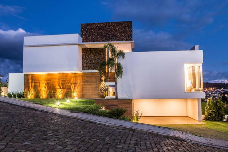 Residencia Domm Arquitetura: Casas modernas por Domm Arquitetura Ltda