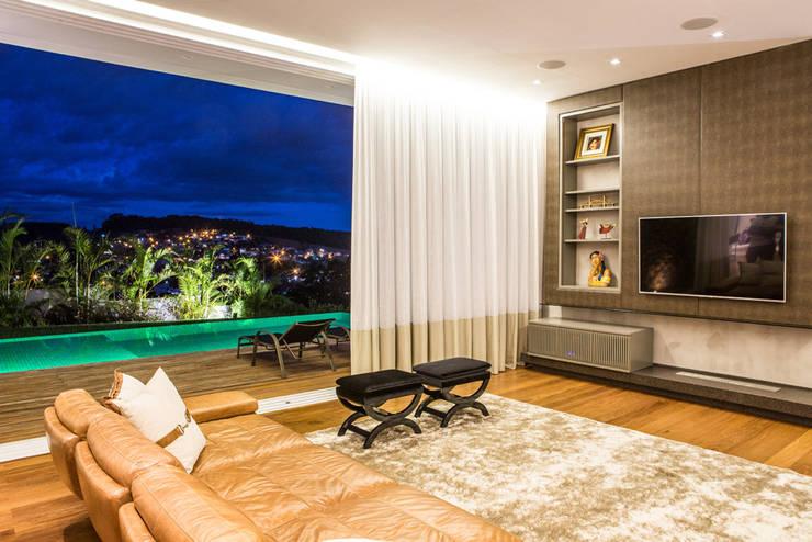 Residencia Domm Arquitetura: Salas de estar modernas por Domm Arquitetura Ltda