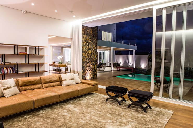Residencia Domm Arquitetura: Salas de estar  por Domm Arquitetura Ltda