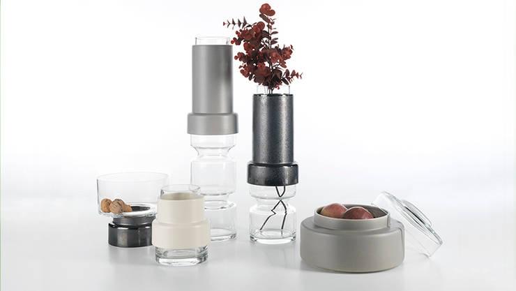 Tower Ceramic/Glass Vases: Sala de estar  por Jomaze, lda