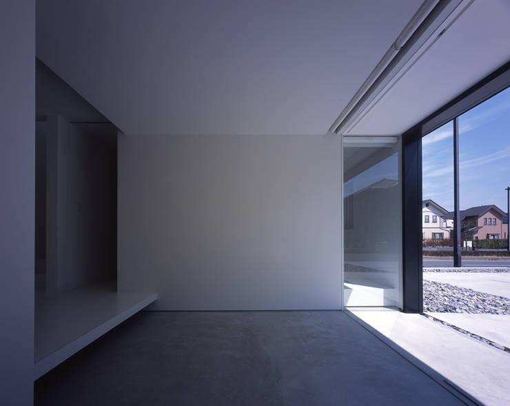 印旛のスタジオ: SHSTTが手掛けた廊下 & 玄関です。