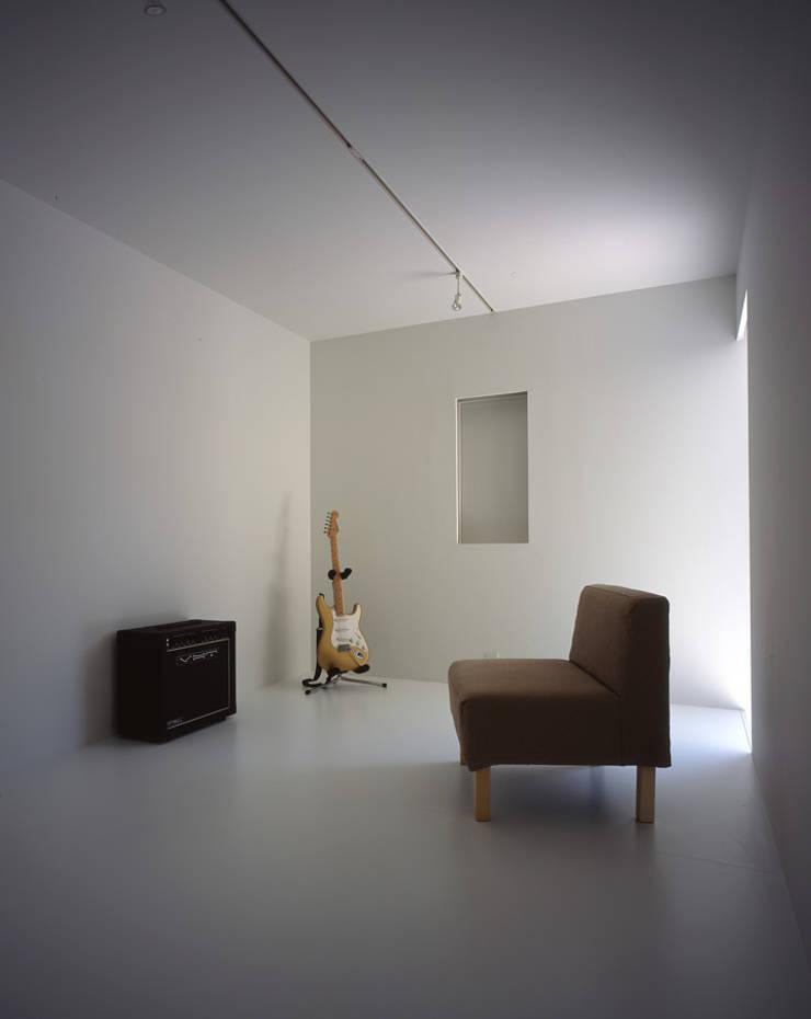 印旛のスタジオ: SHSTTが手掛けた寝室です。