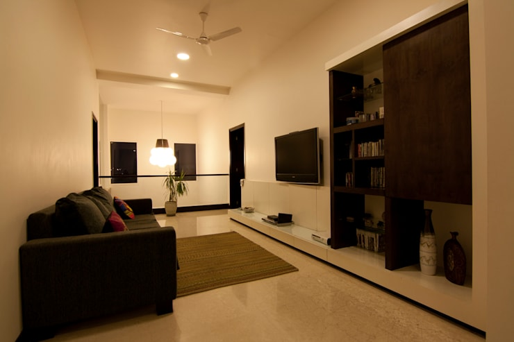 Media room by Kamat & Rozario Architecture