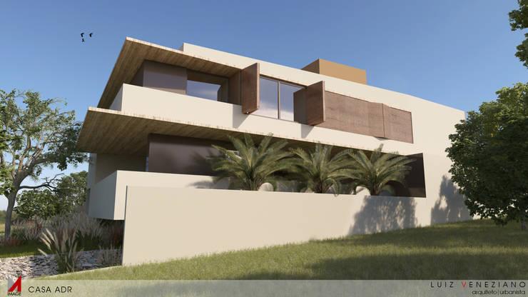 FACHADA LATERAL: Casas  por STUDIO LUIZ VENEZIANO