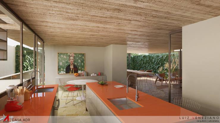 Kitchen by STUDIO LUIZ VENEZIANO