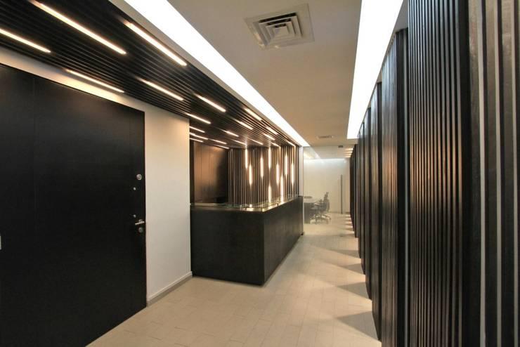 Oficinas Abogados Asociados: Estudios y biblioteca de estilo  por G4 Arquitectos Asociados
