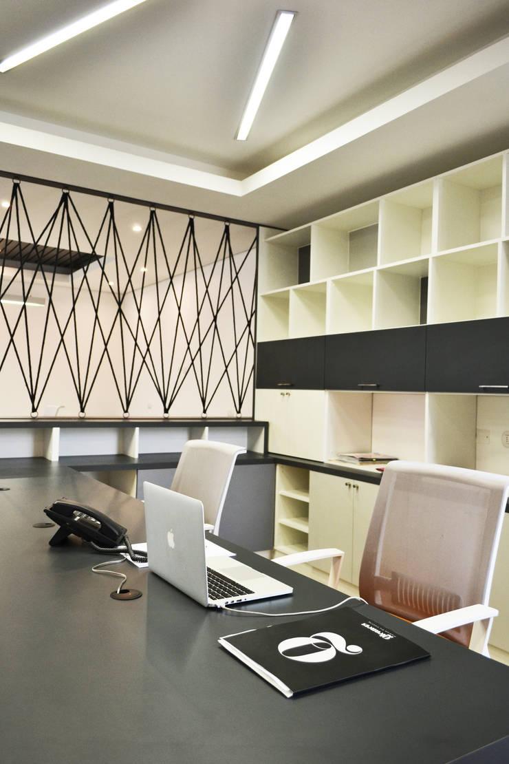 QLEANERS: Salas de estilo  por ESTUDIO BASE ARQUITECTOS