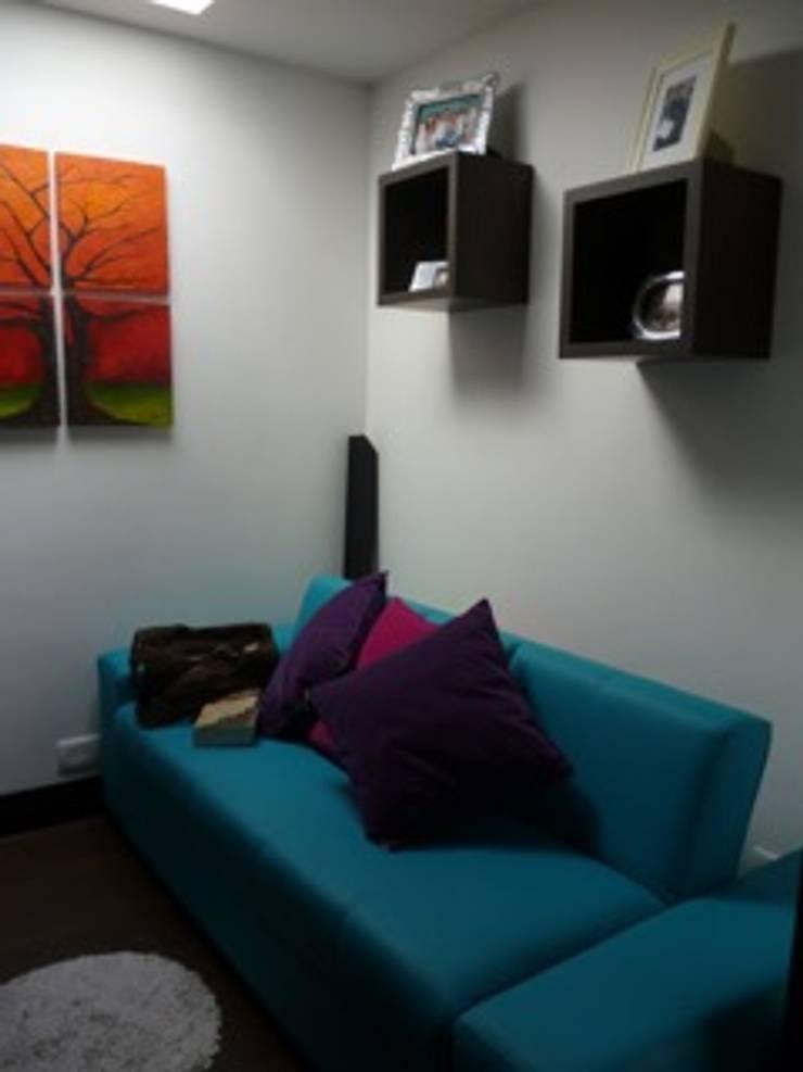 PROYECTO MOBILIARIO HOGAR  APARTAMENTO: Salas de estilo  por La Carpinteria - Mobiliario Comercial,