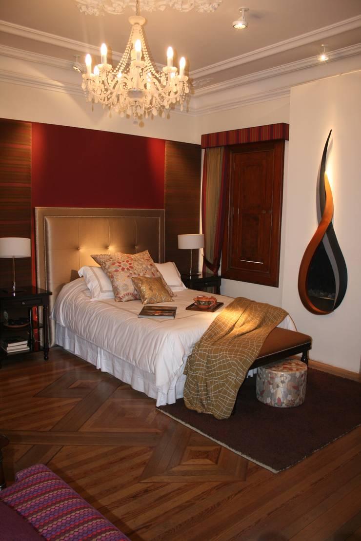 Dormitorio Urubamaba: Dormitorios de estilo  por Carughi Studio