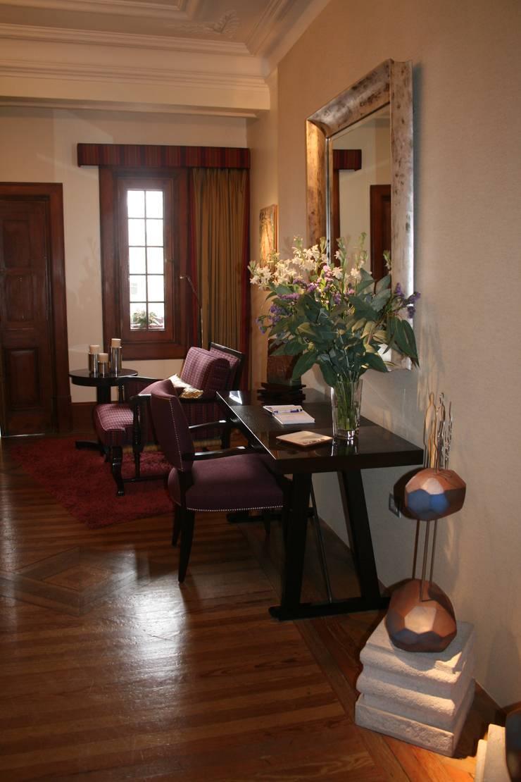 Dormitorio Urubamaba: Oficinas de estilo  por Carughi Studio
