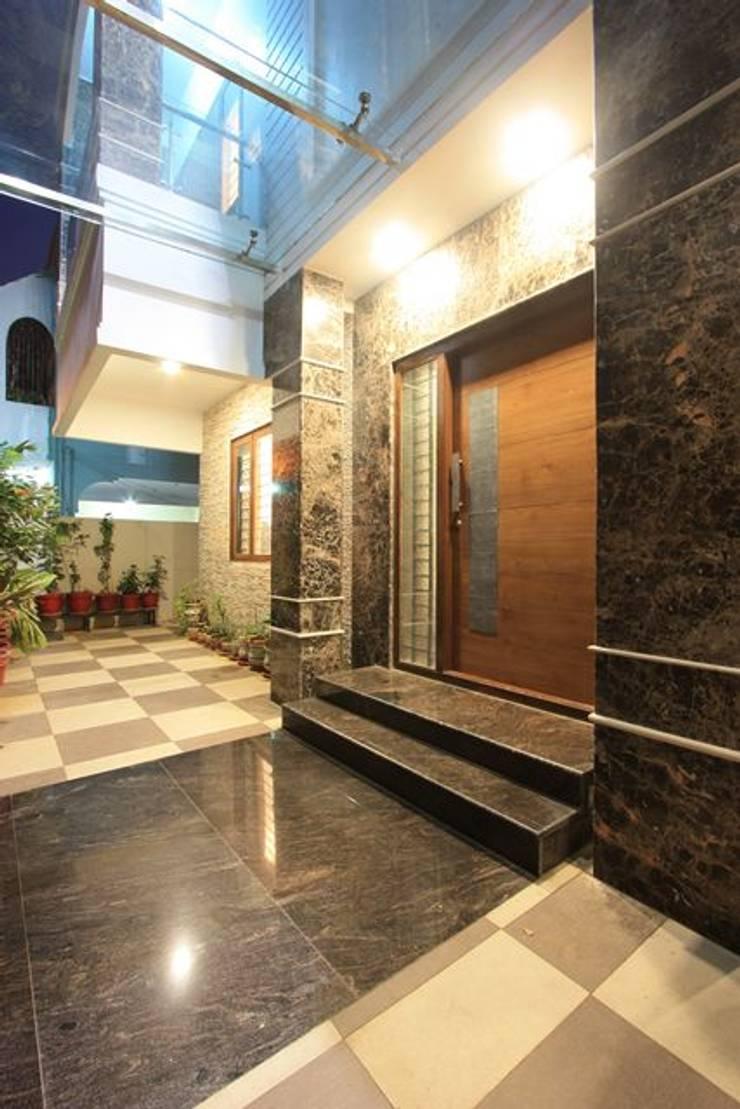 Entrance:  Terrace by Ansari Architects