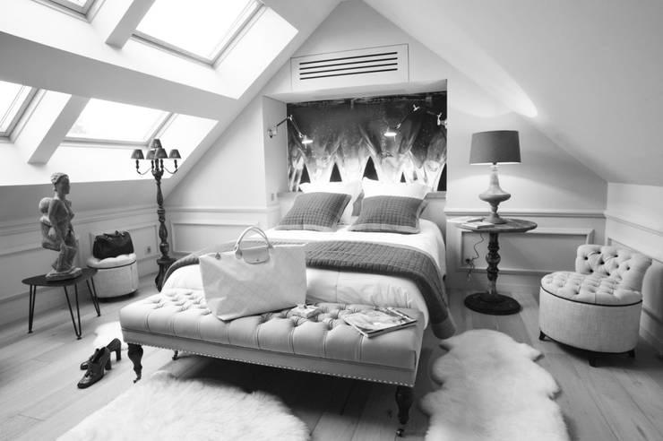 LOGO ARCHI DEKO: Chambre de style de style Classique par ARCHI DEKO