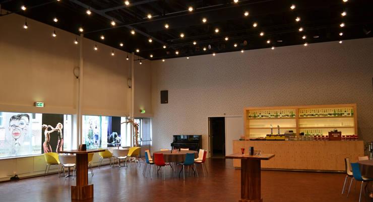 Foyer Schouwburg Ogterop:  Huizen door Koezen Architecten