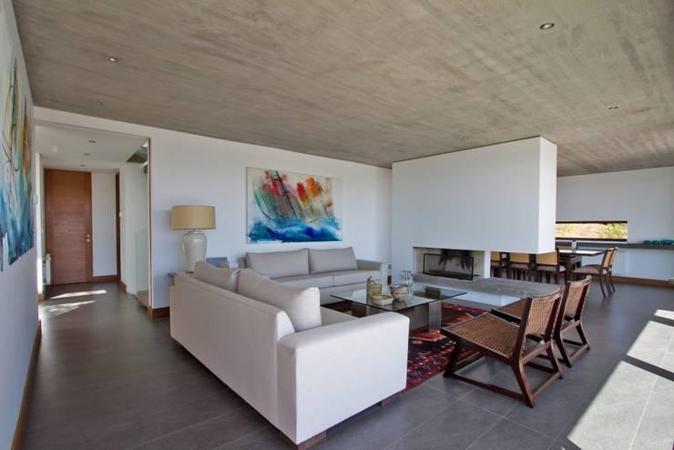 Casas de estilo moderno por G4 Arquitectos Asociados
