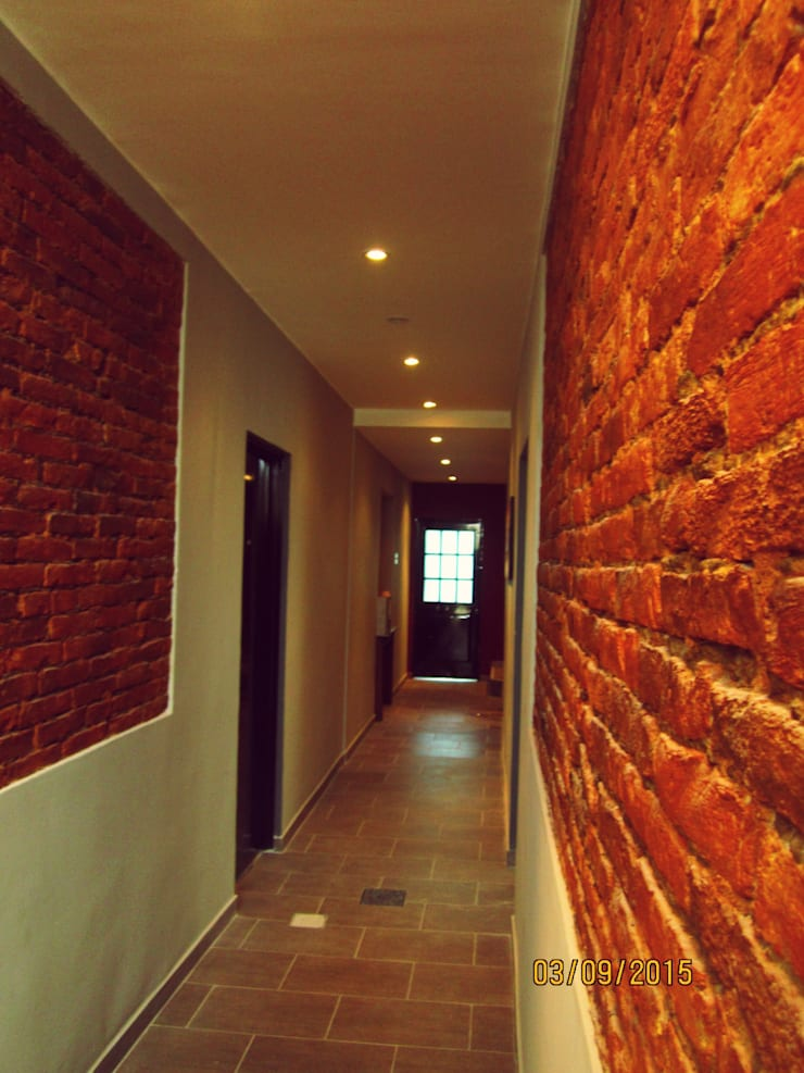 Consulta de Arquitectura $200.- Pasillos, vestíbulos y escaleras rústicos de SMarq Rústico