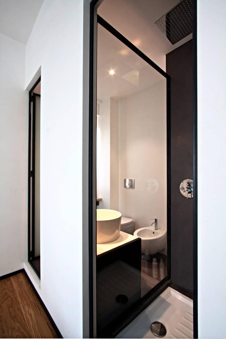 Casas de banho  por Anomia Studio, Industrial
