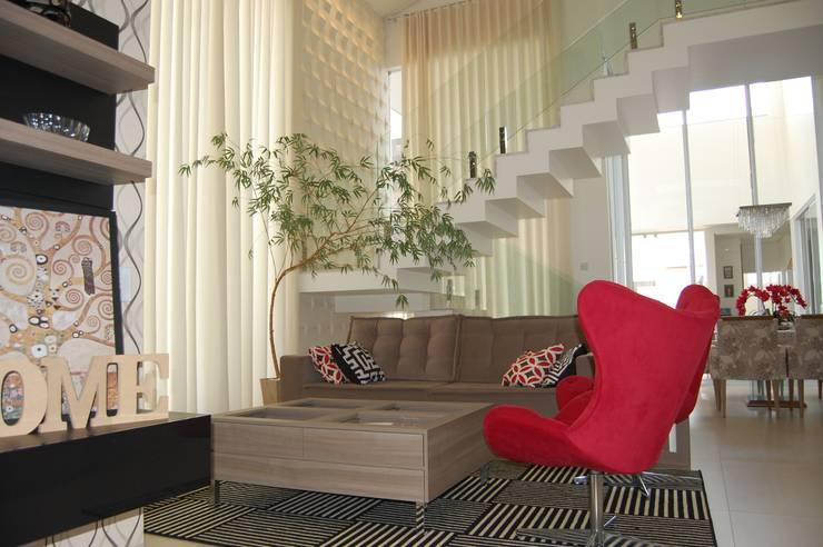 Living room by Mari e Veri Arquitetura