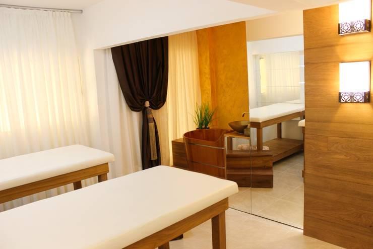 Sala de Massagens: Espaços comerciais  por Rosé Indoor Design