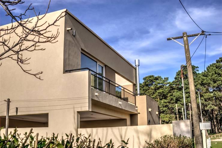 Casa Teo: Casas de estilo  por Ego-Arquitectura