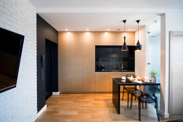 KAWALERKA - GDYNIA, WŁADYSŁAWA IV: styl , w kategorii Kuchnia zaprojektowany przez Anna Serafin Architektura Wnętrz